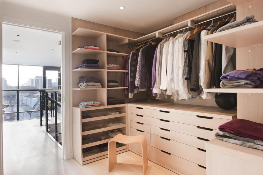 Вариант наполнения гардеробной для хранения вещей