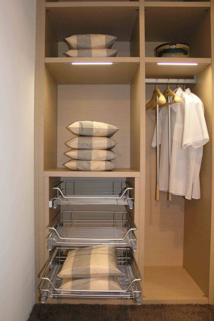 Вариант отделки гардероба в кладовке
