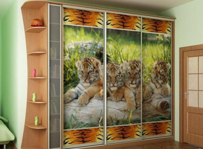 Виниловая пленка на мебели с животными
