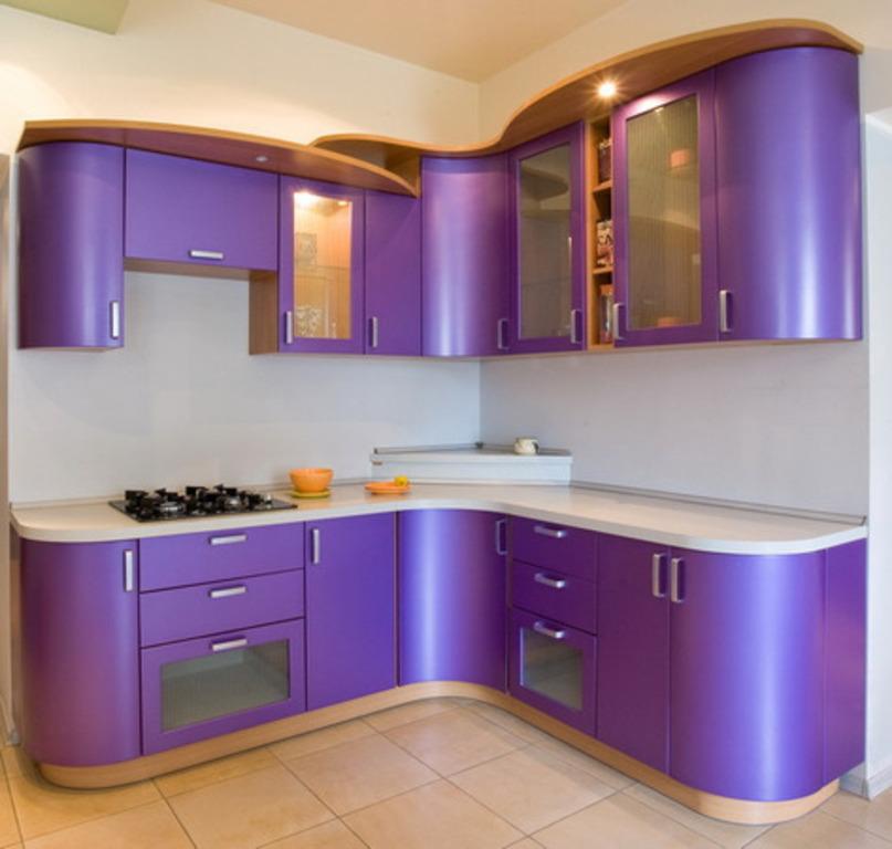 Яркая корпусная мебель для кухни