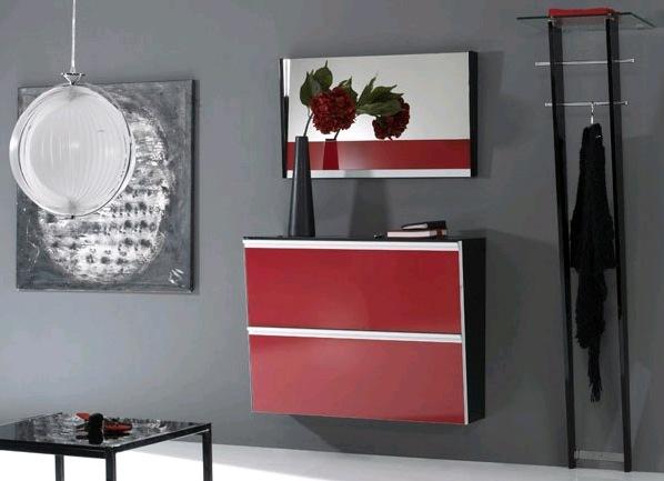 Красный навесной шкаф