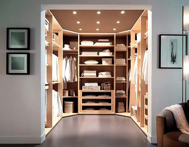 Яркое освещение в гардеробной