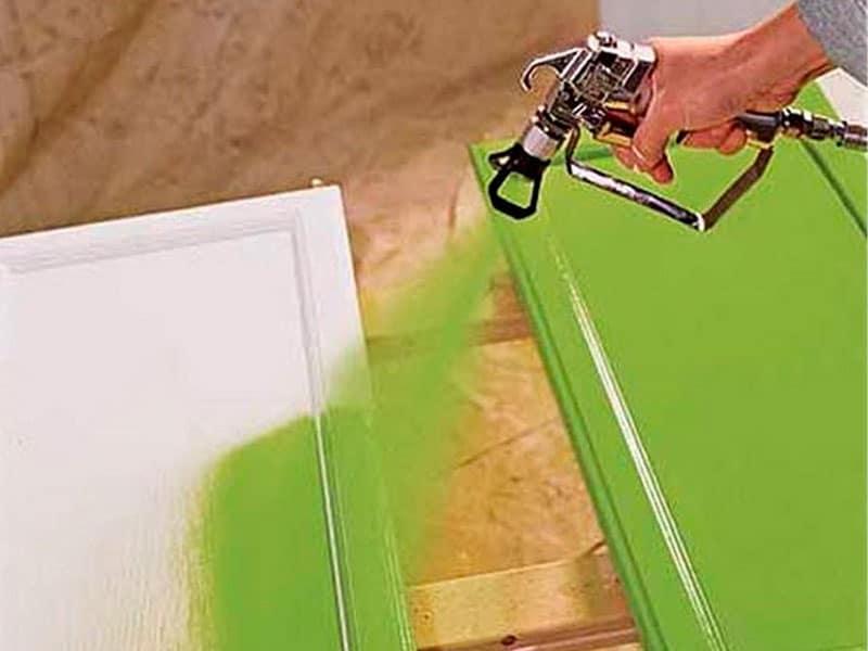 Быстро покрасить деревянные детали поможет краскопульт