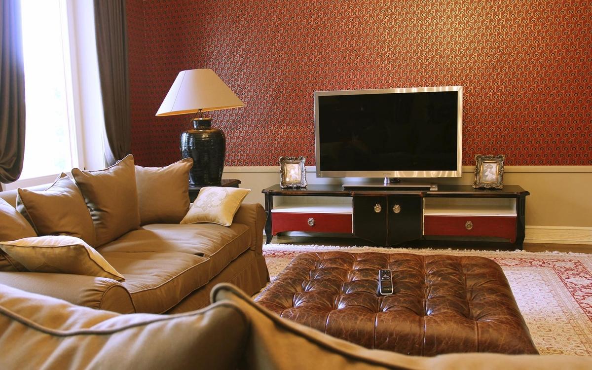 Черная мебель с красными вставками