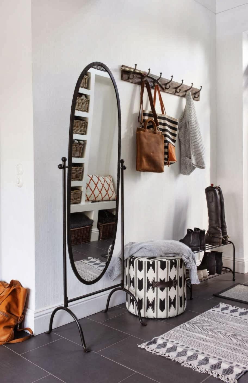 Интерьер в современном или скандинавском стиле предполагает наличие большого зеркала