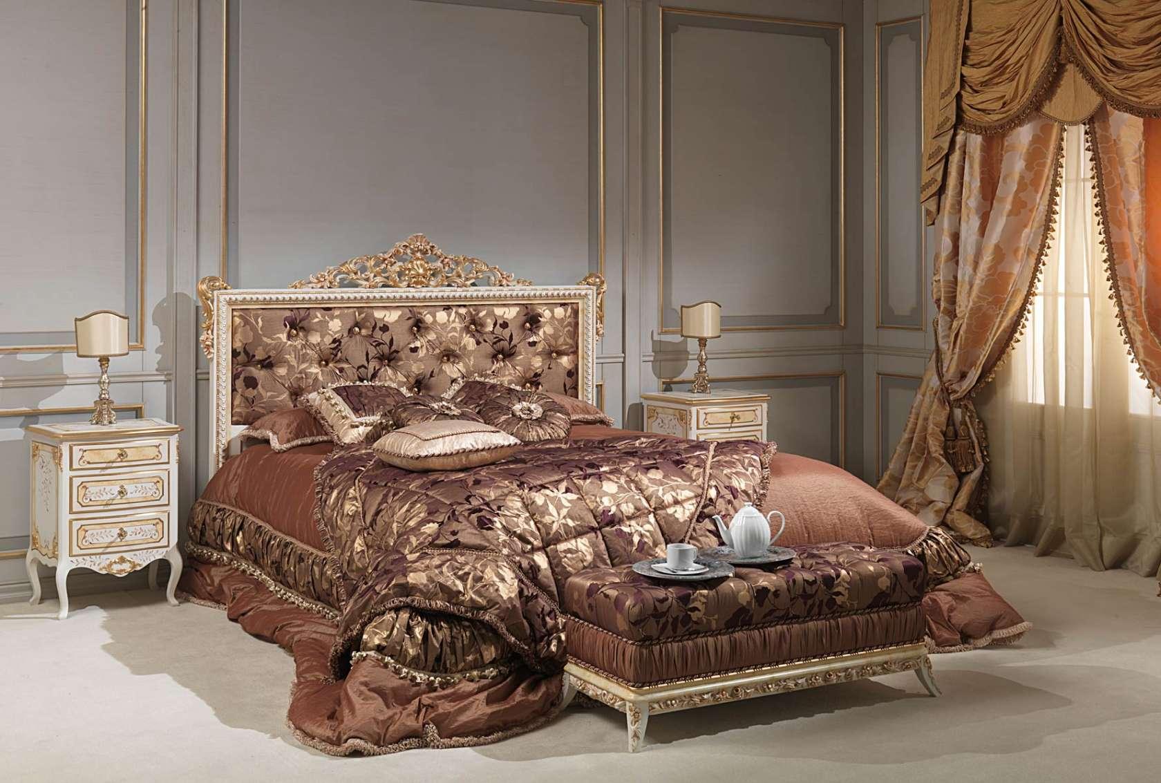 Кровать в стеганой обивке
