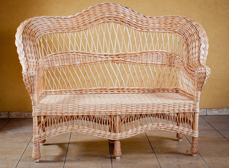Плетеный диванчик