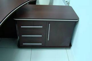 Расположение приставной мебели