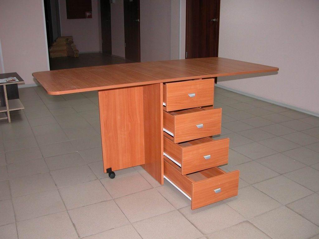 Стол с выдвижными ящиками