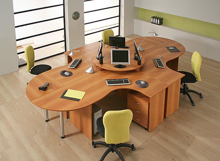 Столы и стулья для персонала