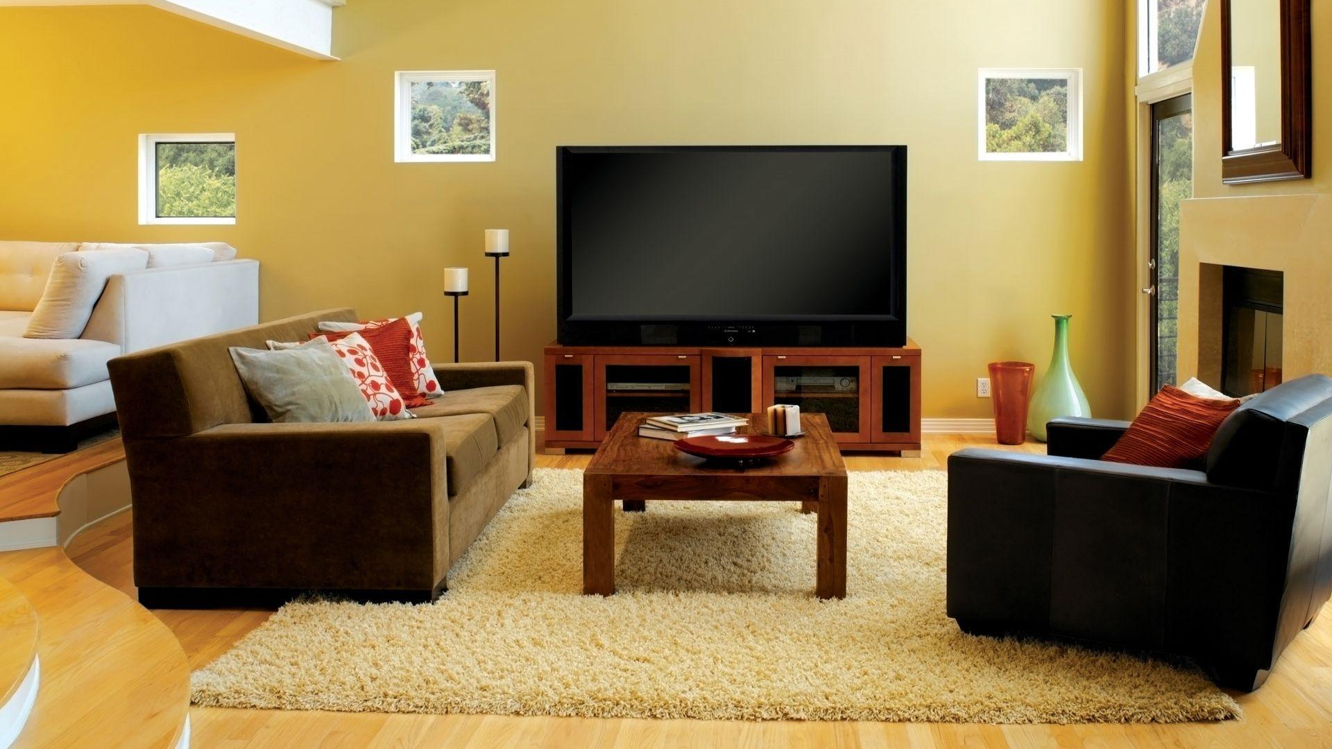 Телевизор в просторной гостиной