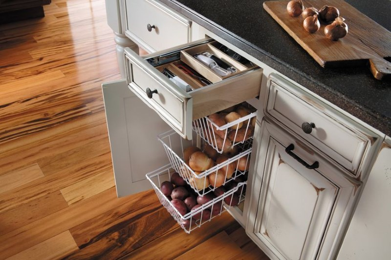 Ящики рабочего кухонного стола