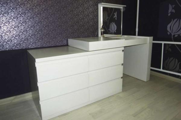 Белый стол комод