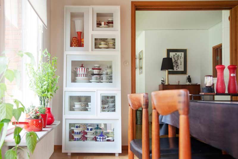 Для посуды шкаф-витрина