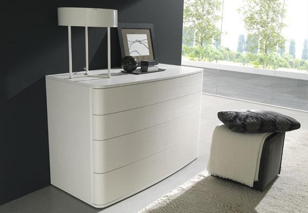 Глянцевый белый комод для красивой спальни