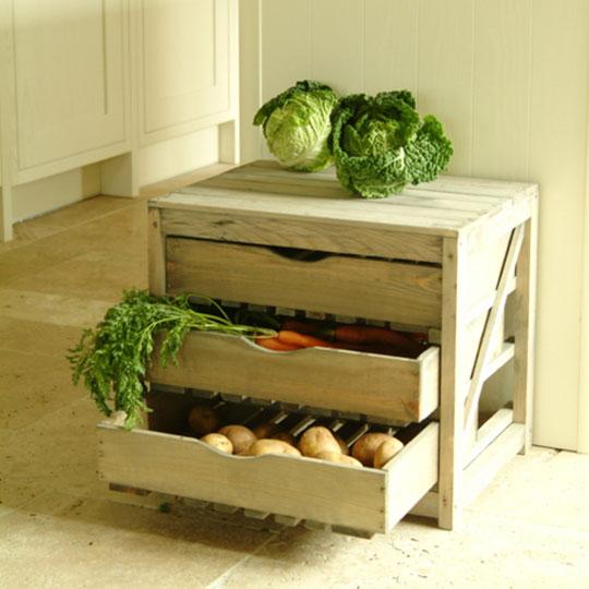 Комод с выдвижными ящиками для хранения овощей и картошки на кухне