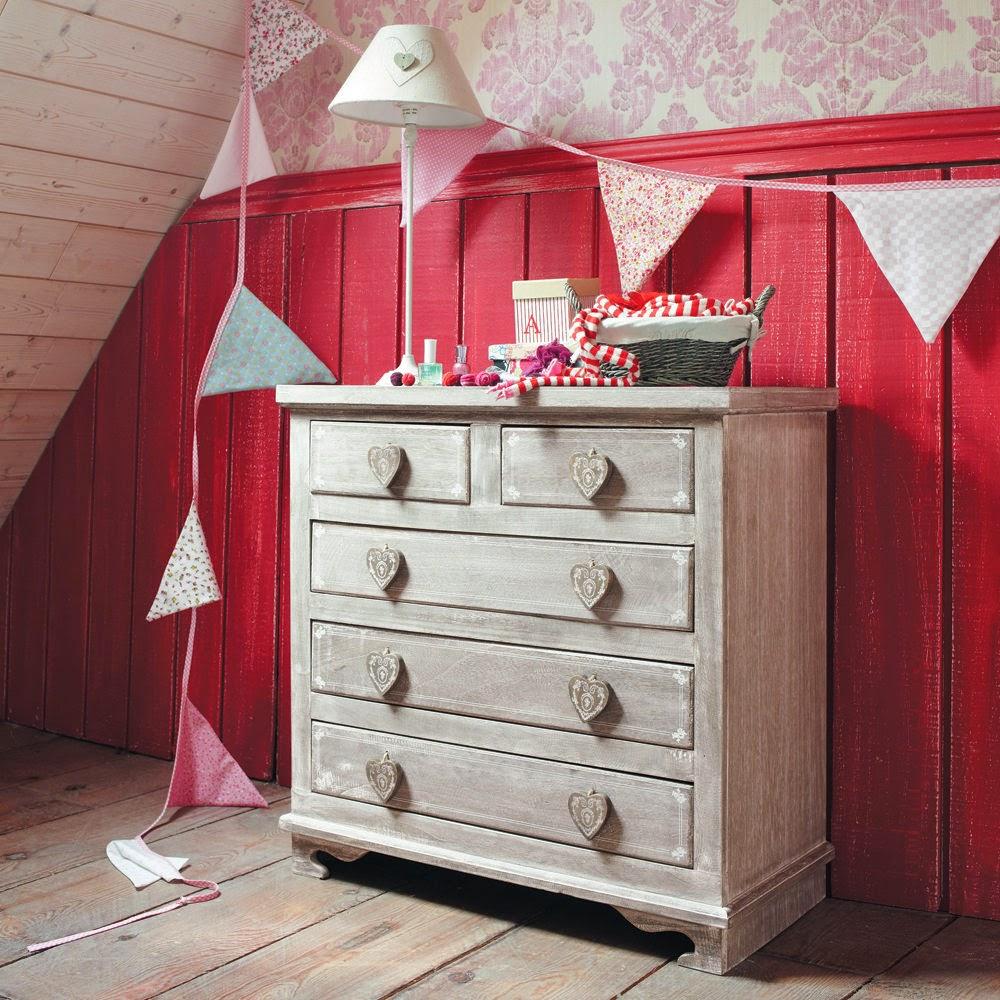 Комоды в стиле прованс в интерьере спальни