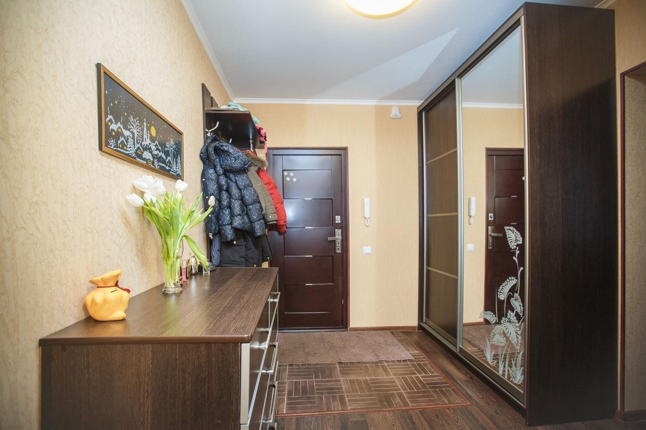 Полувстроенный шкаф