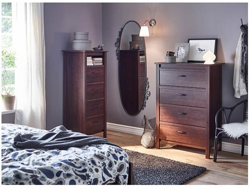 Прямоугольный комод классический деревянный в интерьере спальни