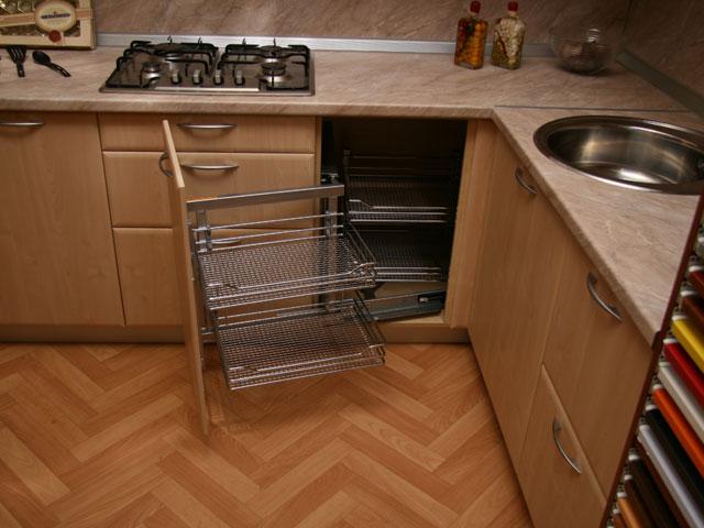 Расположение шкафа в кухне