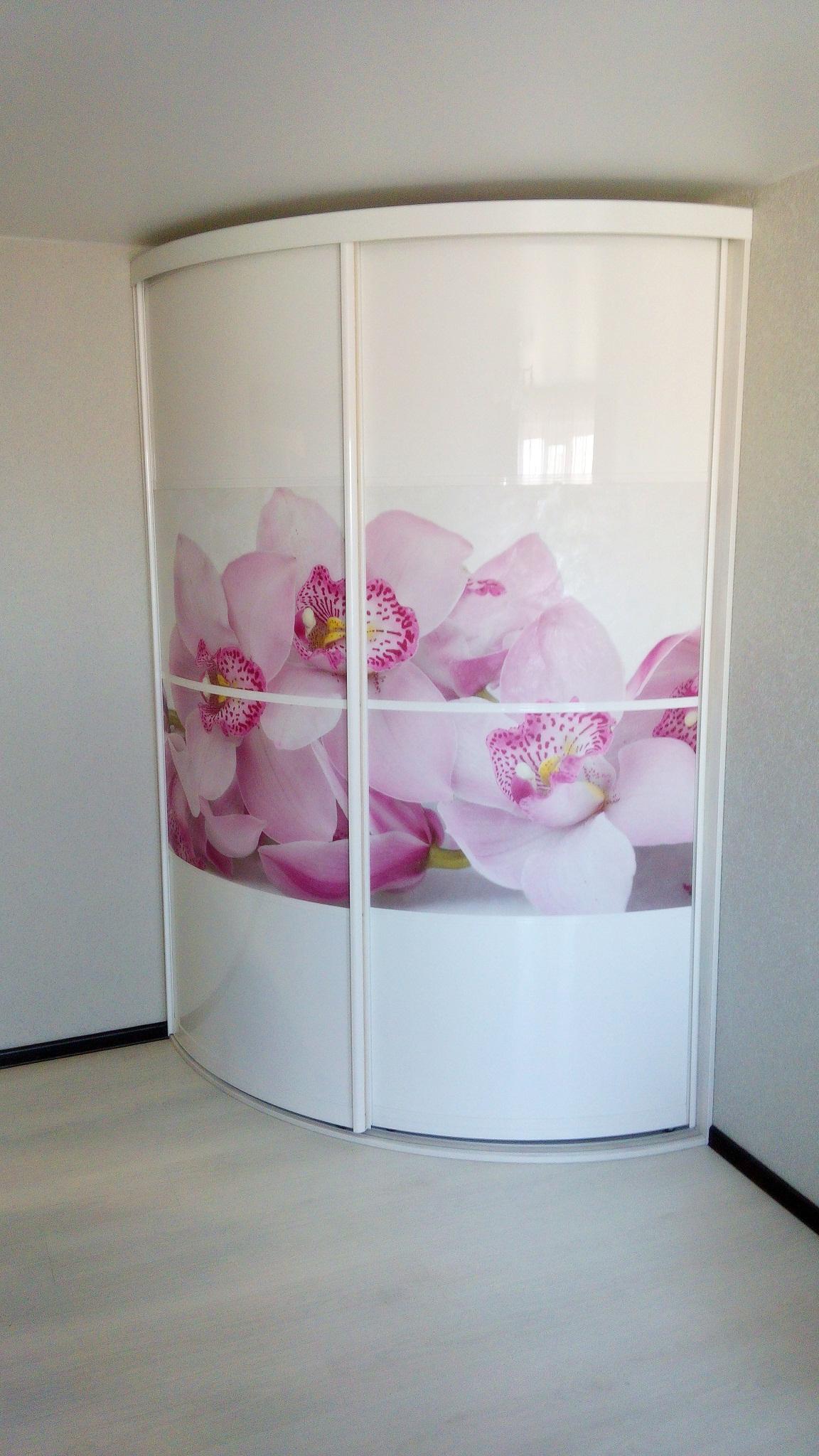 Шкаф с цветочным рисунком