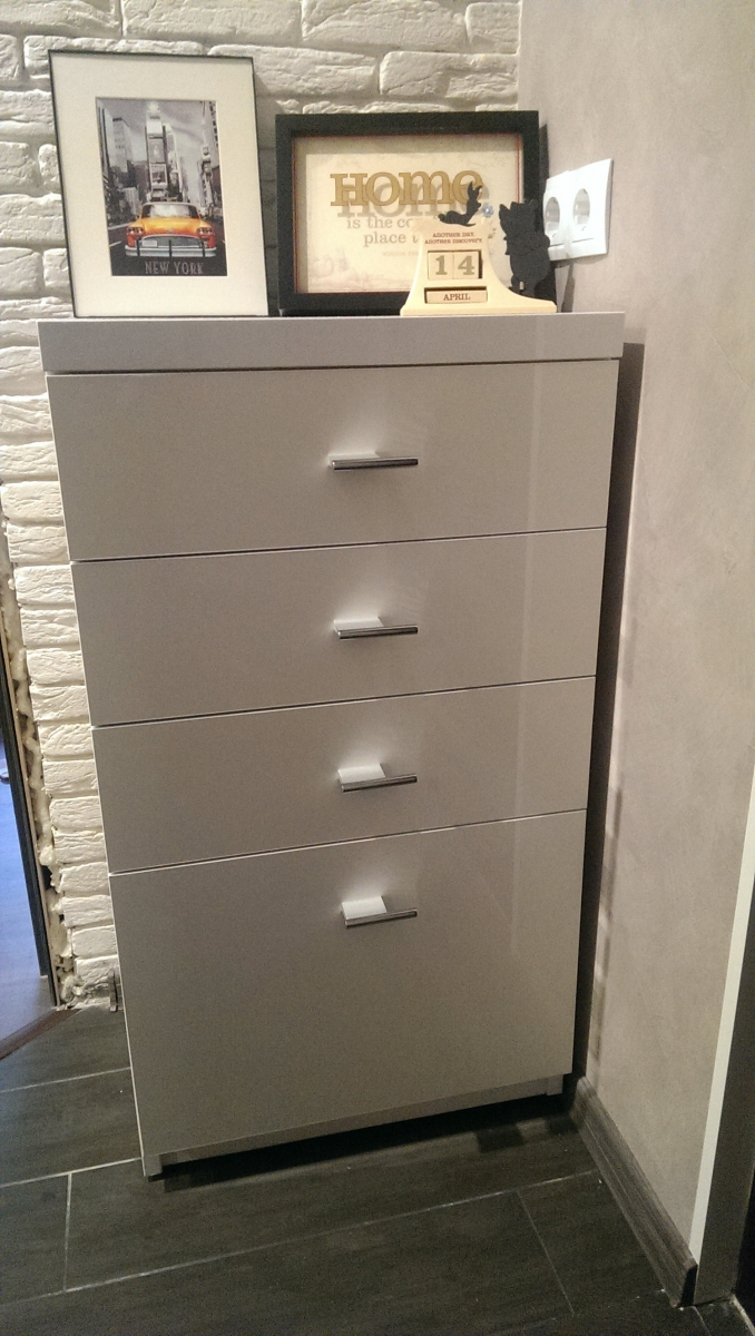 Шкаф высокий