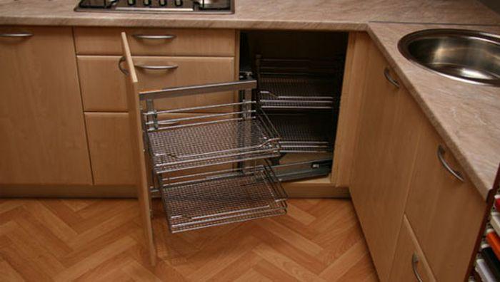Угловой шкаф под мойку на кухне