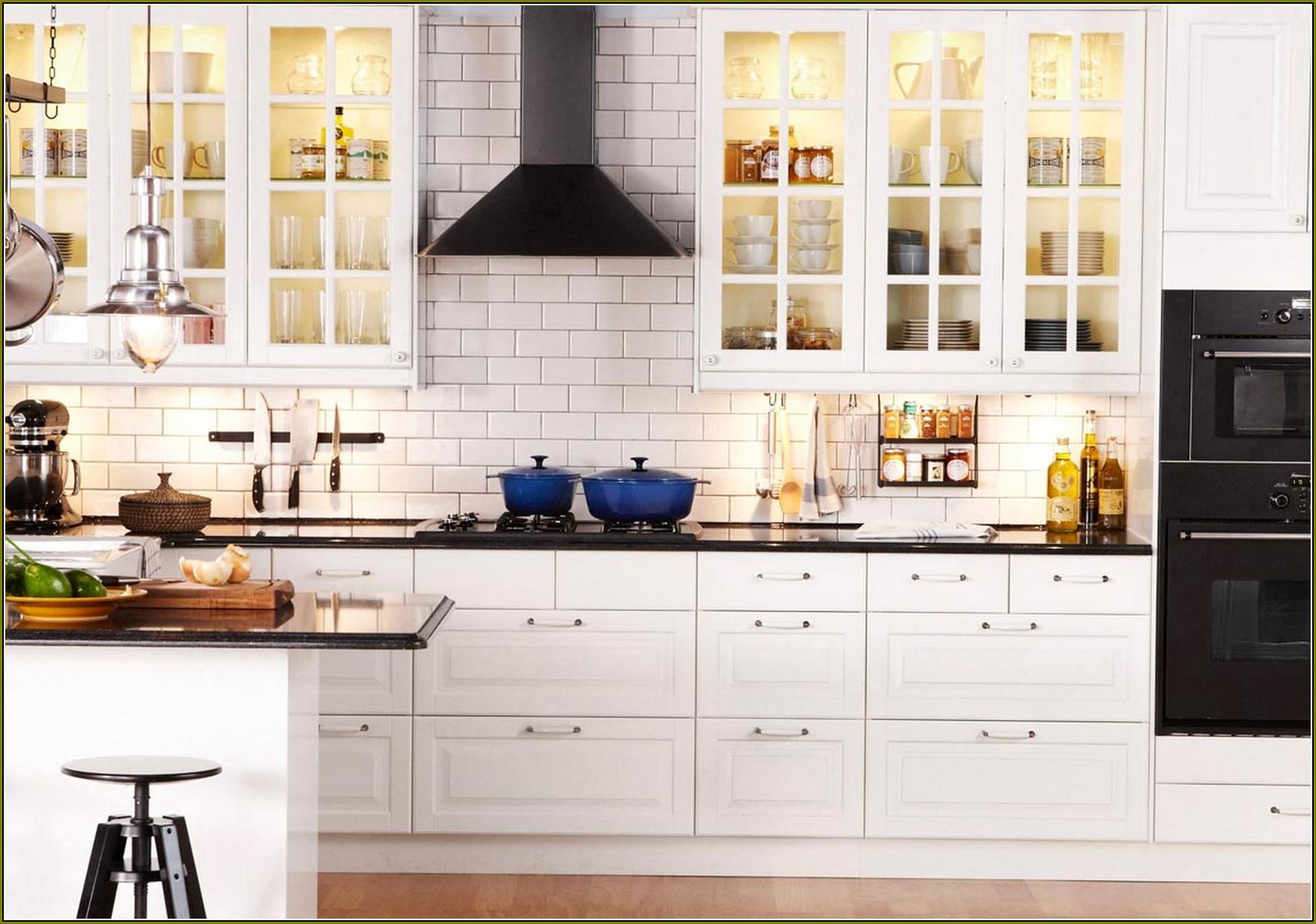 Белая мебель в кухню