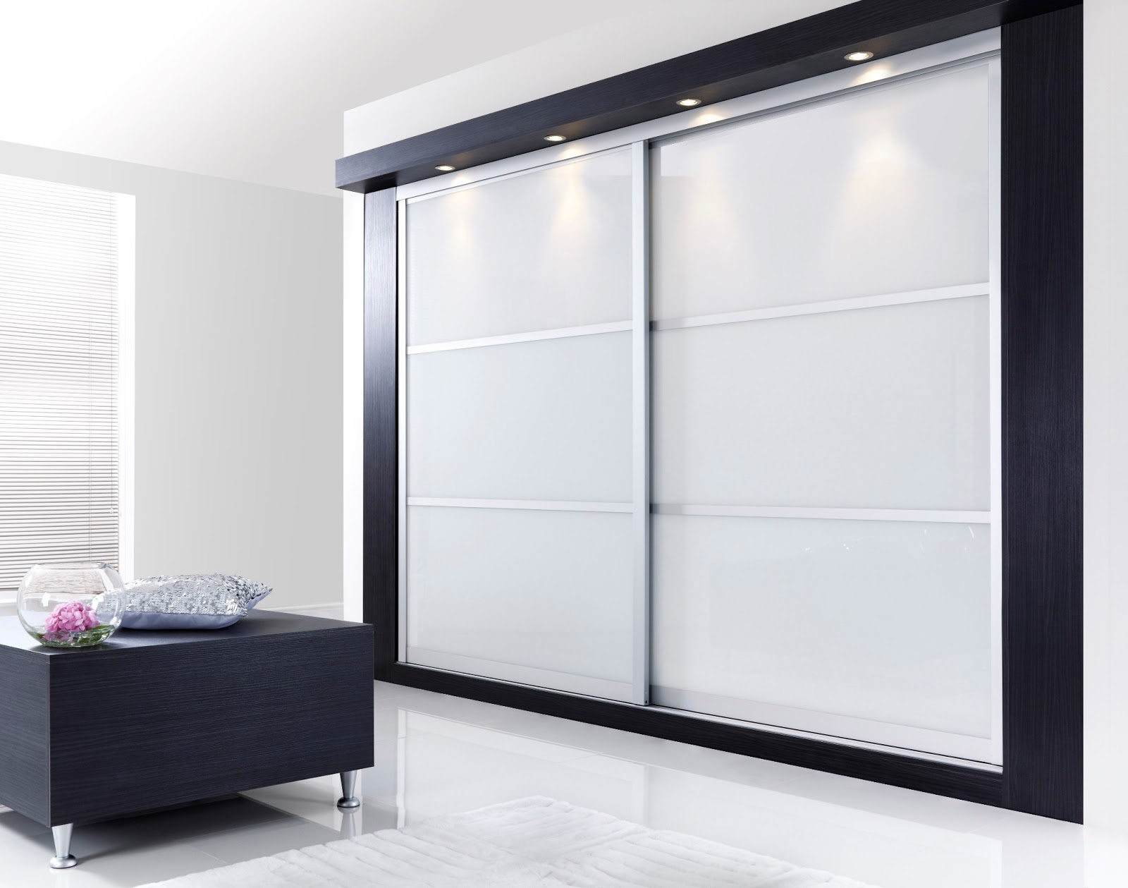 Белый фасад шкафа
