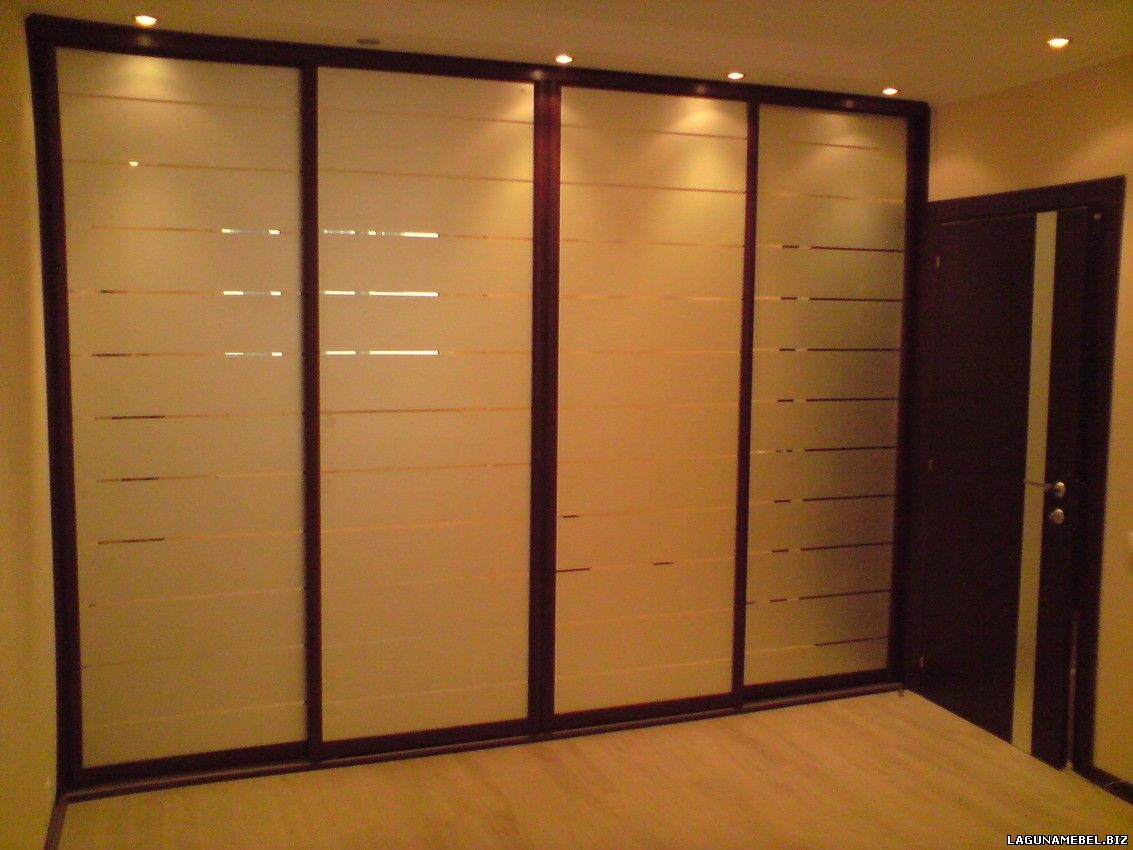 Большой просторный шкаф