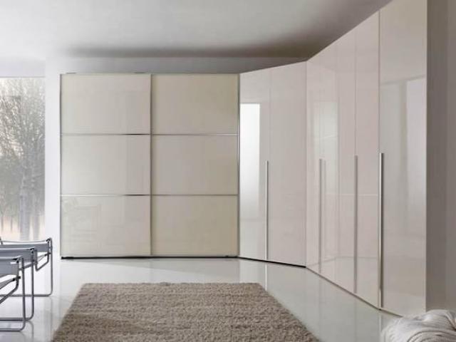 Большой угловой шкаф