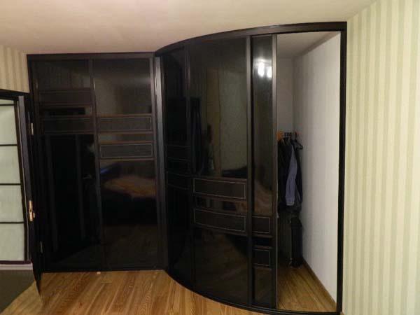 Черный шкаф