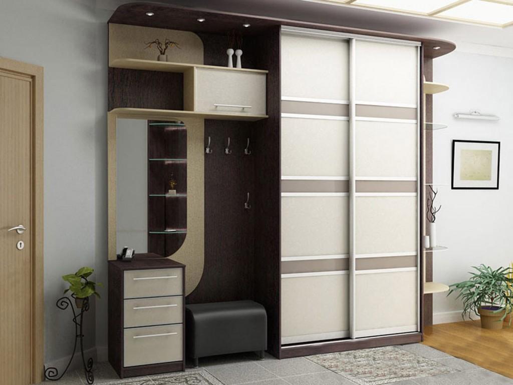 Двухдверный шкаф купе в прихожую с зеркалом полочками и комодом