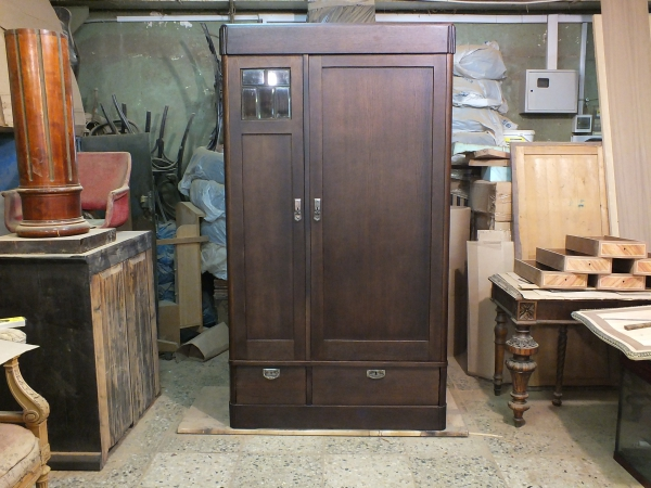 Двухстворчатый платяной шкаф начала 20 века