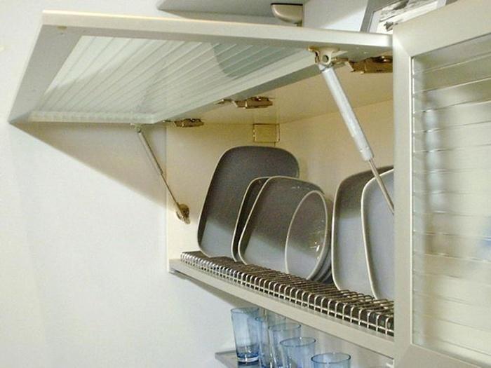 Газлифт на кухонной мебели