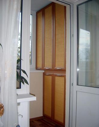 Где расположить шкаф на балконе