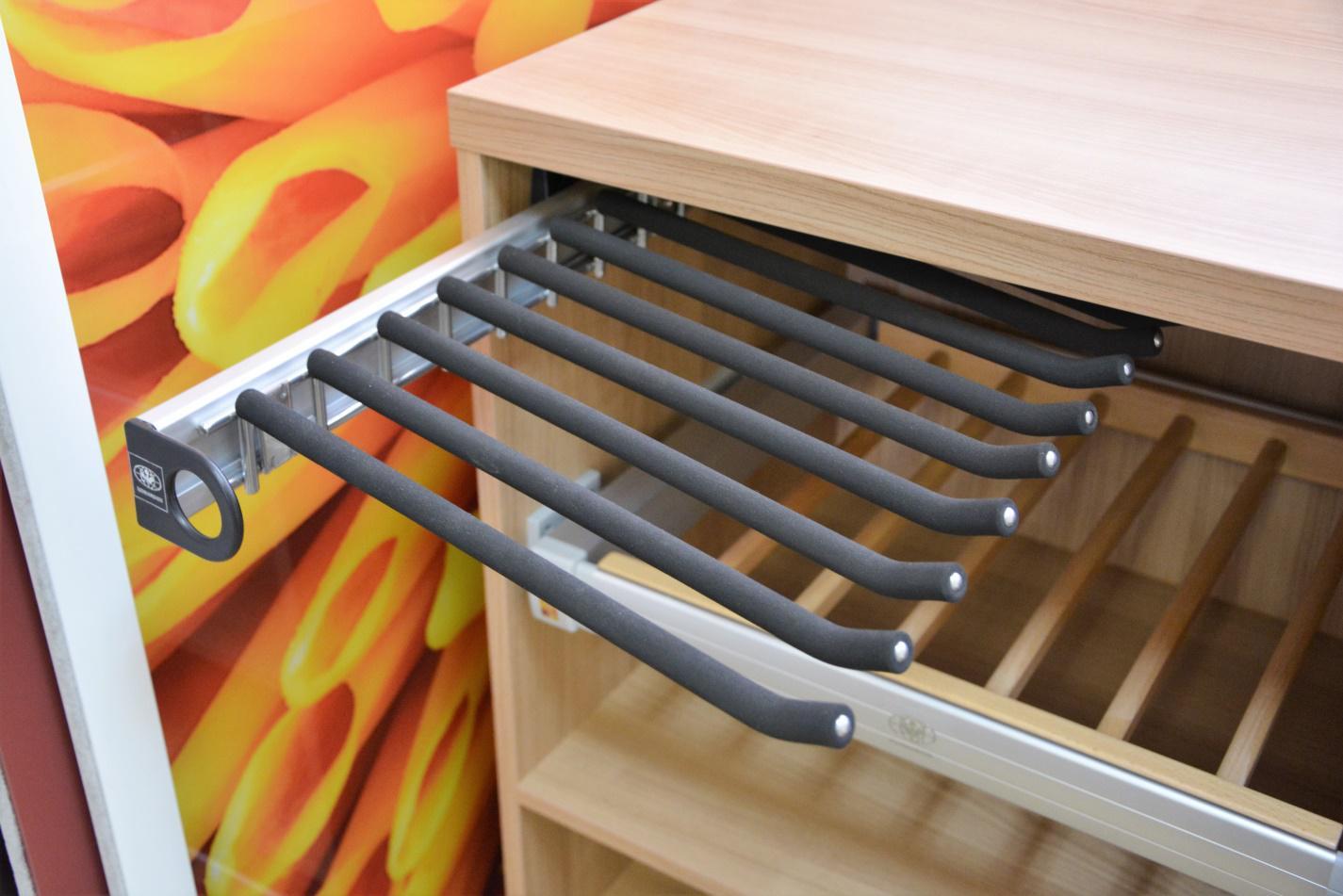 Гладильные доски также могут быть встроенными элементами наполнения шкафов