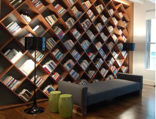 Книжные шкафы в шахматном порядке
