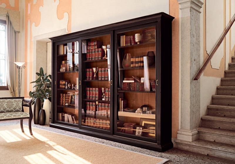 Книжный шкаф из массива дерева
