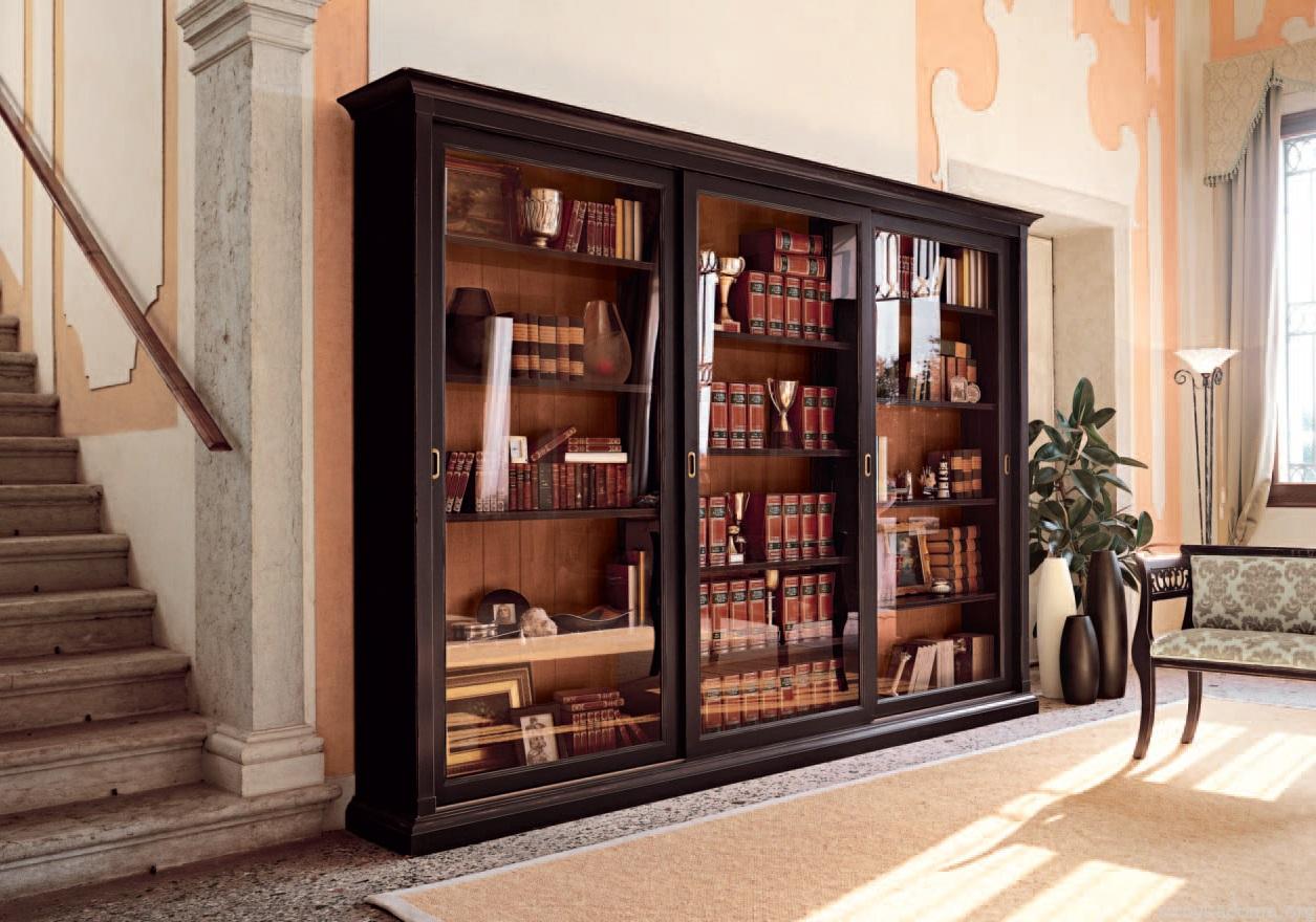 Книжный шкаф-купе в частном доме