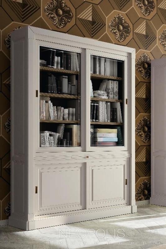 Книжный шкаф, отделка бежевый состаренный лак