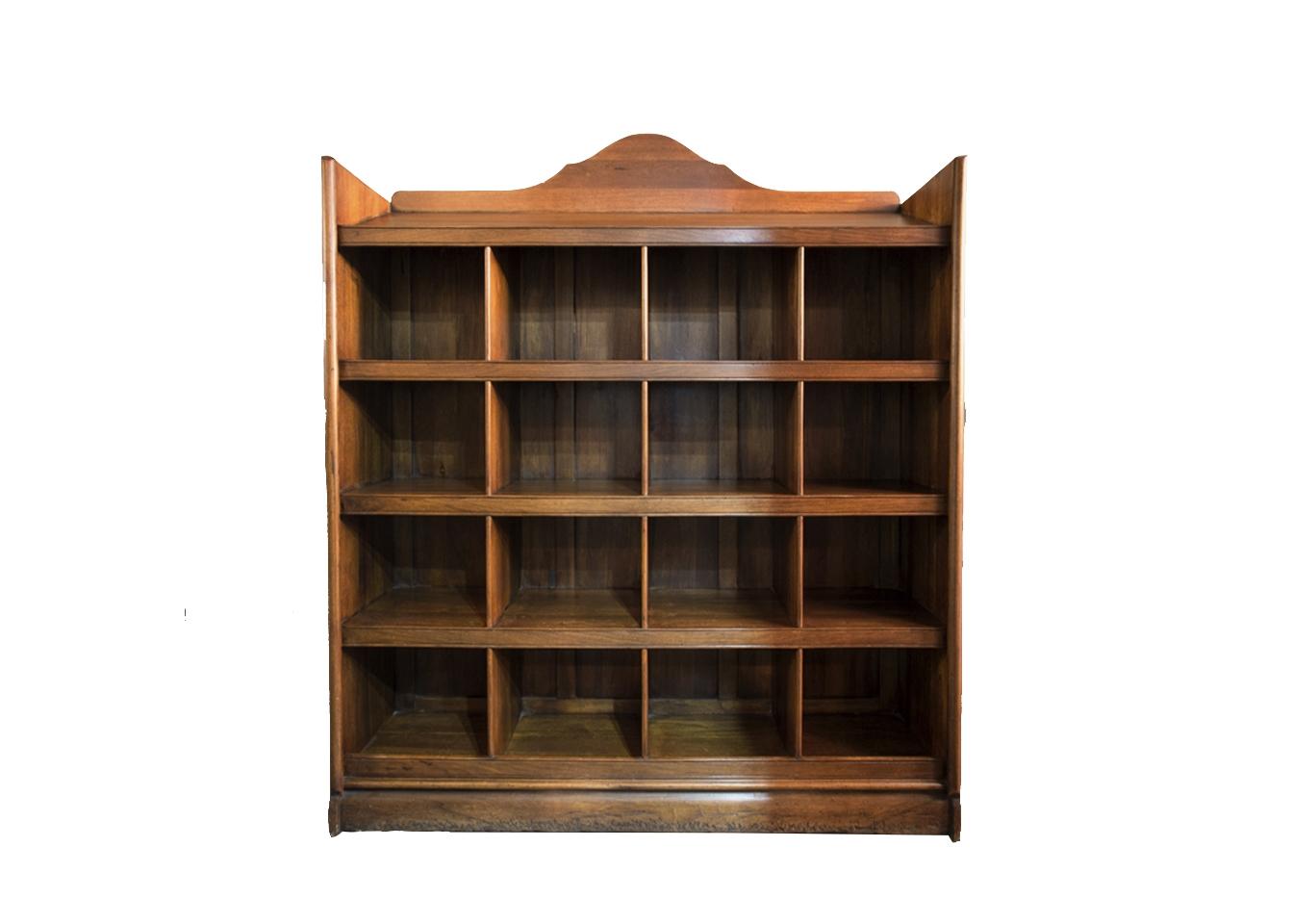 Книжный шкаф с отделами
