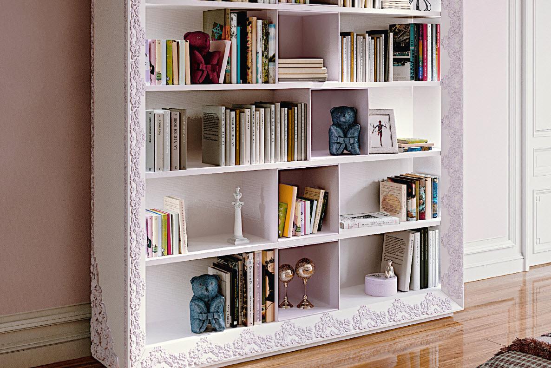 Книжный шкаф в белом цвете