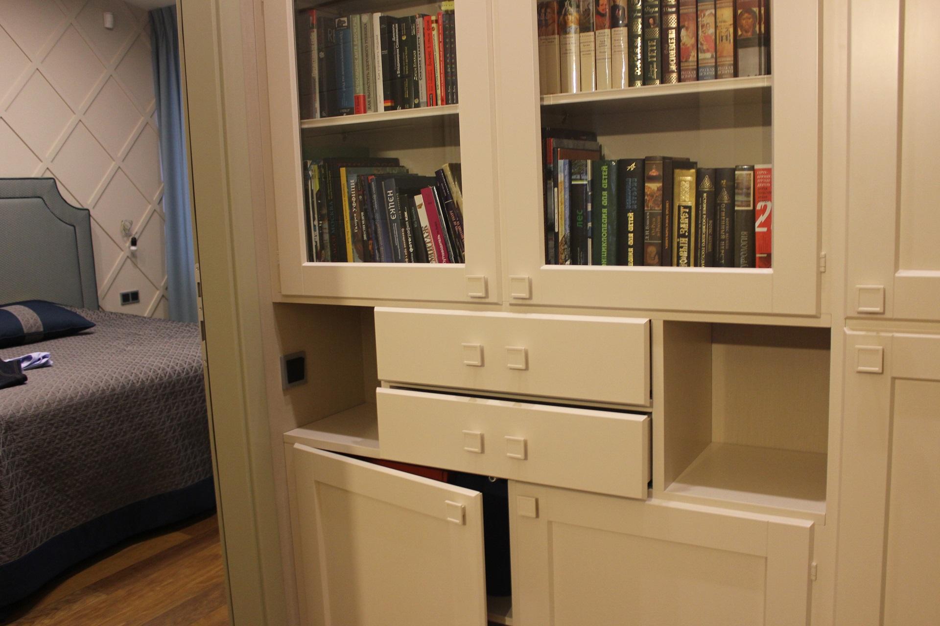 Наполнение книжного шкафа
