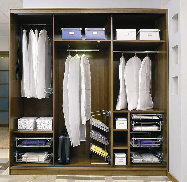 Наполнение небольшого шкафа