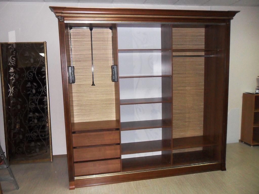 Наполнение шкафа-купе с тремя дверями