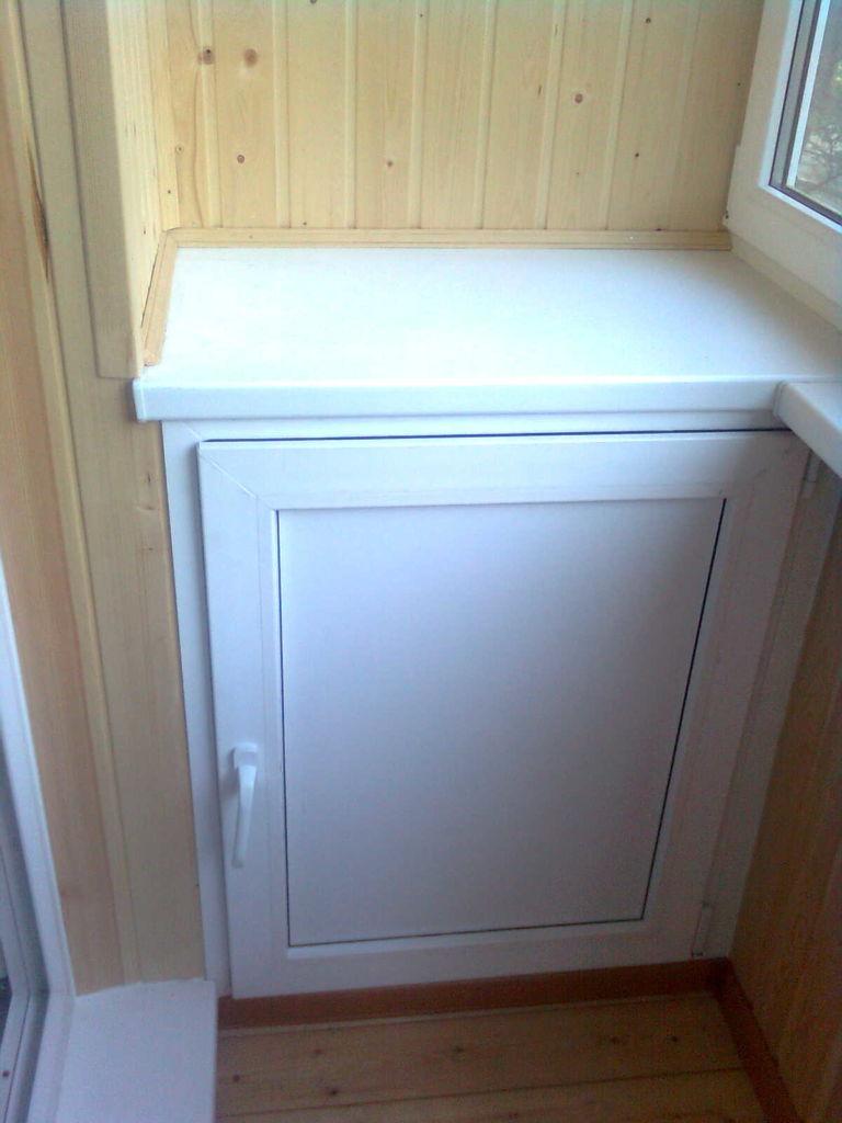 Небольшой пластиковый шкафчик