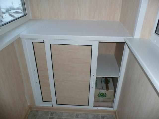Небольшой шкафчик купе из гипсокартона
