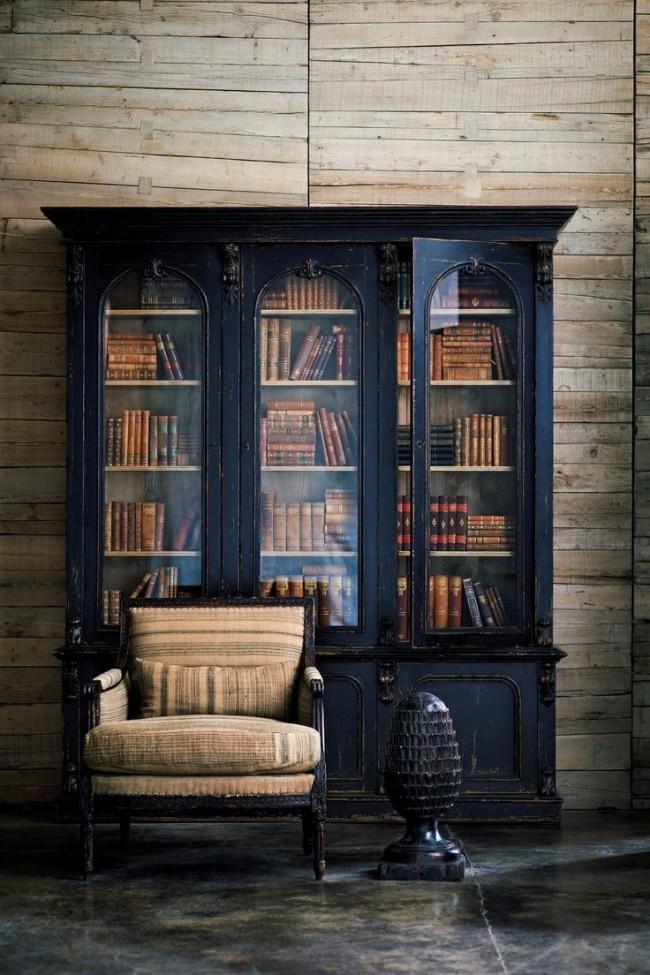 Отдельный книжный шкаф из темного дерева