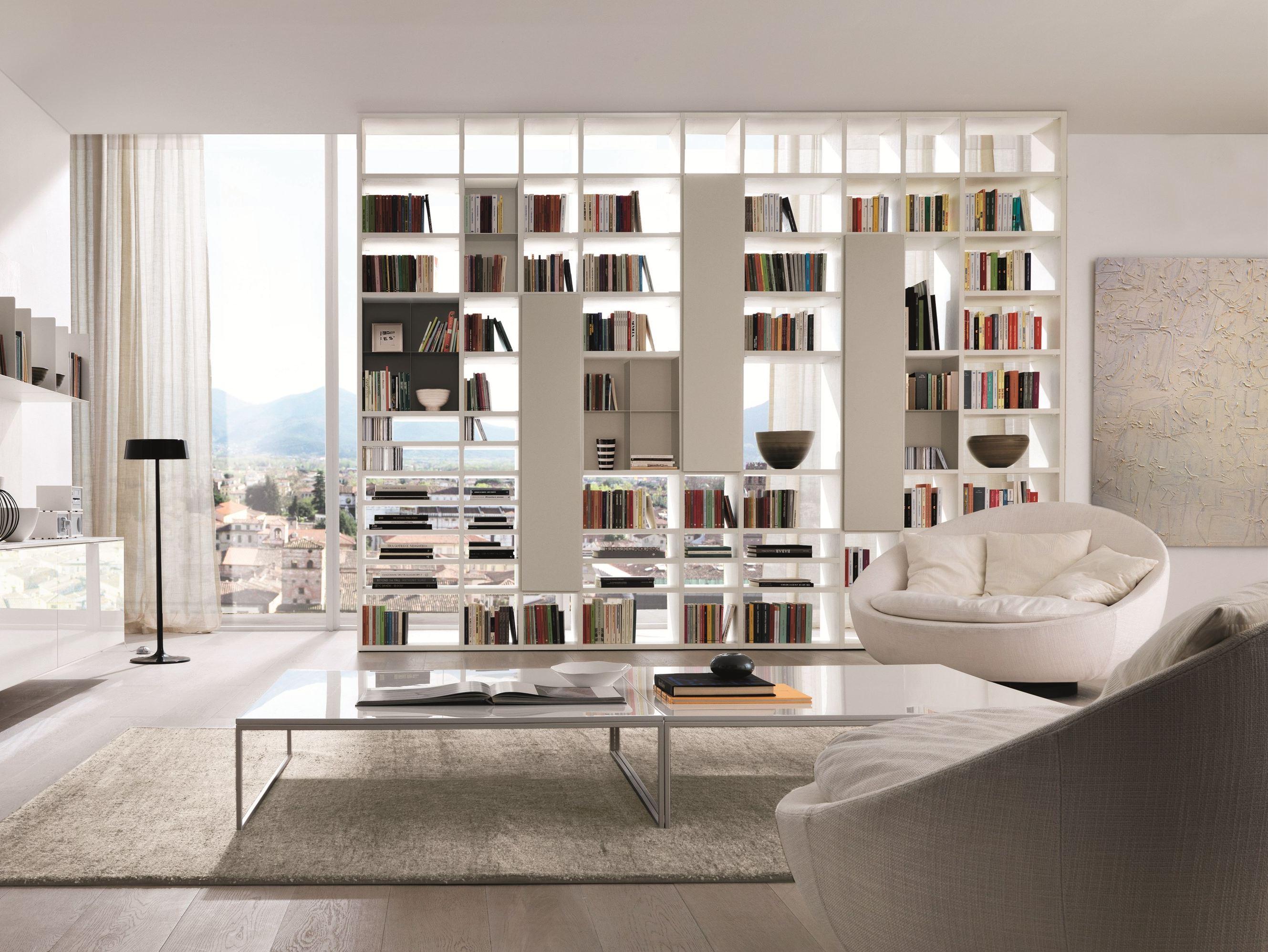 Открытый книжный шкаф